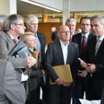 Neckarbrücke: Bürgerinitiativen überreichen Unterschriften